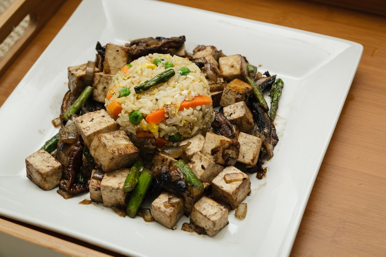 Chinese Stir Fry With Onion, Mushroom, and Tofu