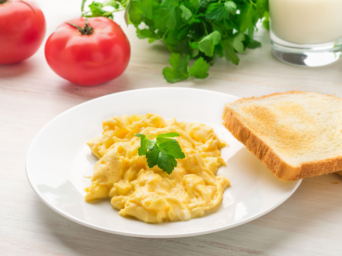 Pan-Fried Scrambled Eggs with Tomatoes and Toast
